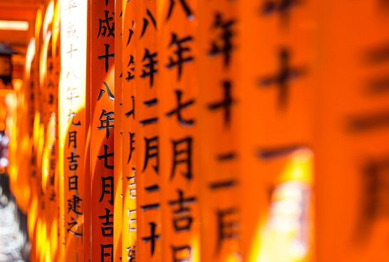 Columns with Chinese writing