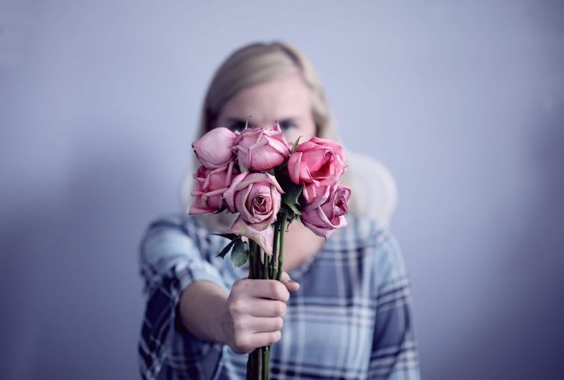 A woman holding a bouquet of roses