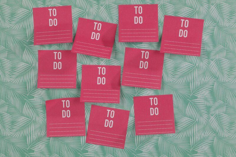 post-it notes saying to do