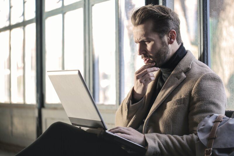 man looking at a computer confused